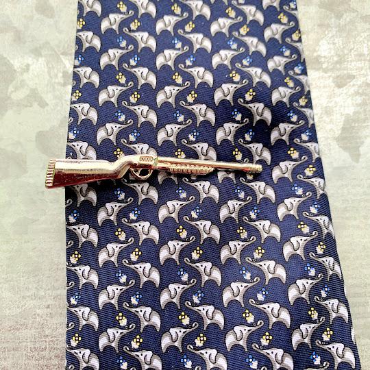 shotgun tie clasp